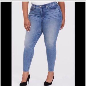 Torrid Light Wash Skinny Jeans Denim 18 S